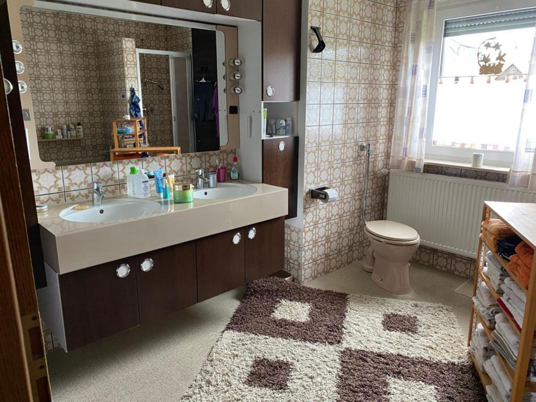OG. Badezimmer mit Fenster