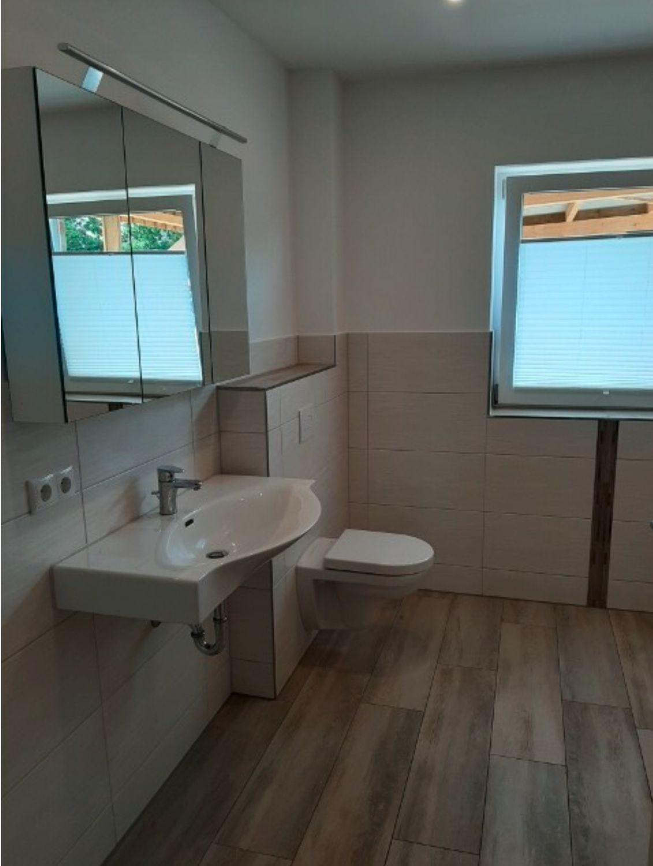 Badezimmer hochwertig, modern gefliest