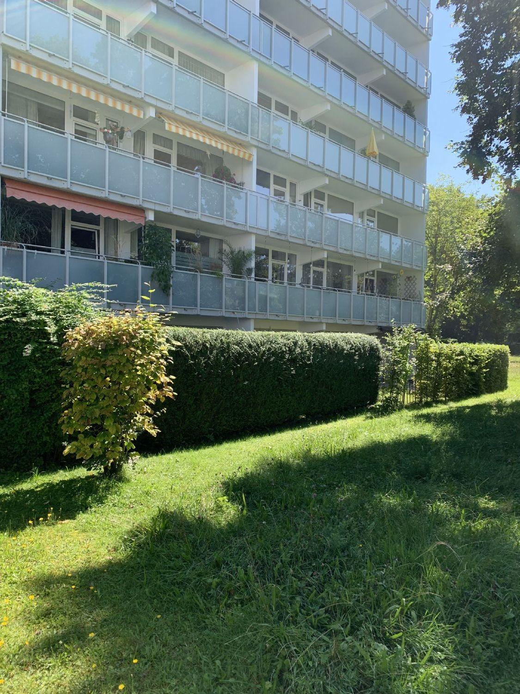 Blick aufs Wohnhaus mit Gartengrundstück