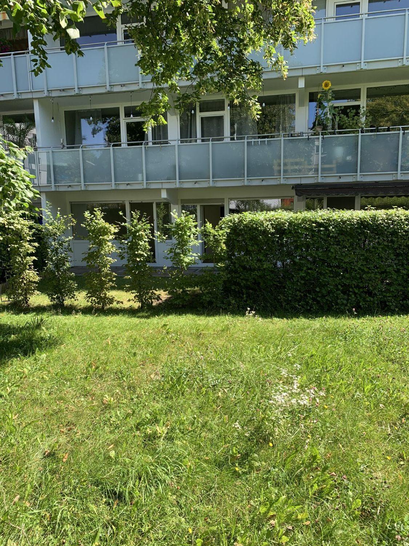 Außenansicht mit Blick auf die 3-Zi.-Terrassenwohnung