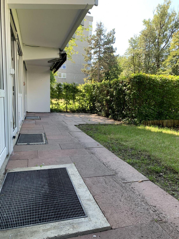 Außenansicht mit Blick auf die Terrasse und Garten