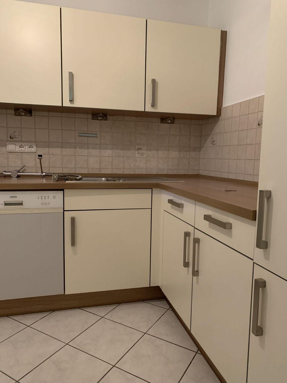 Einbauküche mit Einbauschränke u. Cerankochfeld