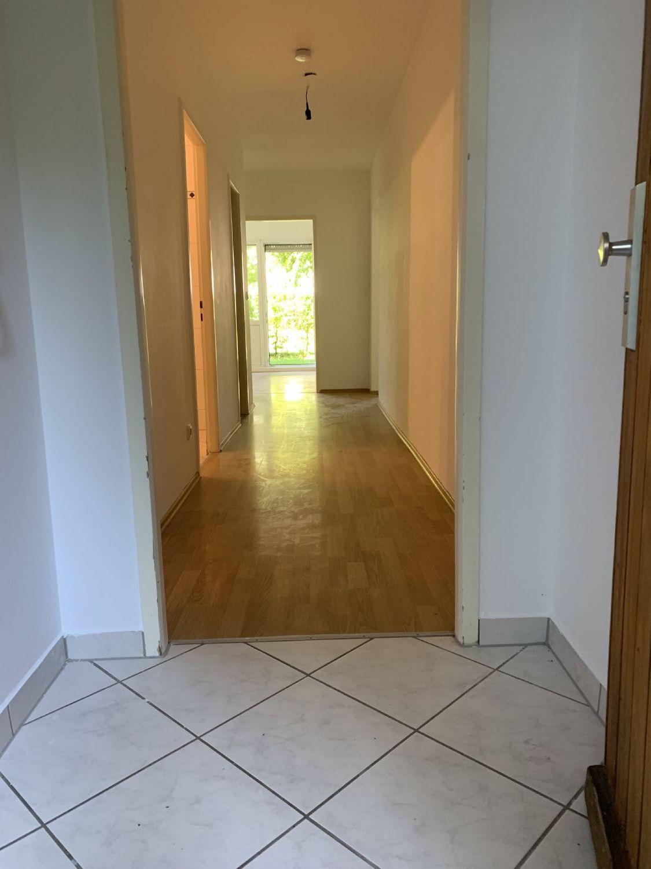 Eingangsbereich mit Blick in die Wohnräume
